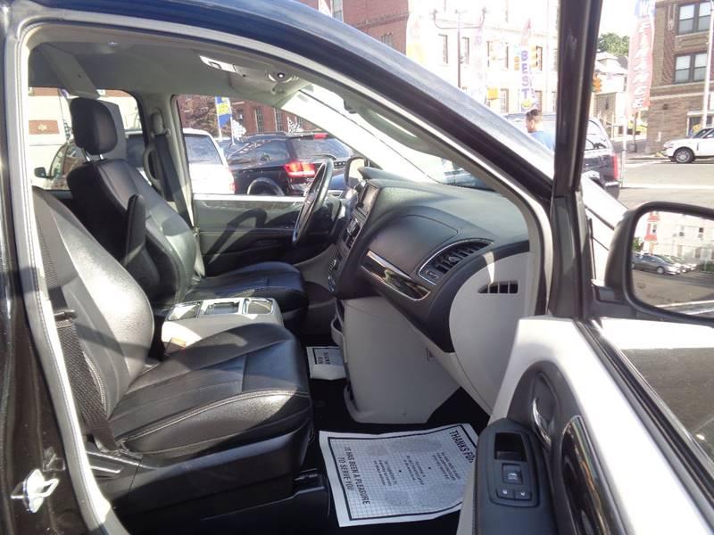 2014 Chrysler Town and Country Touring 4dr Mini-Van - Irvington NJ