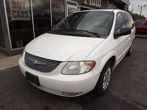 2001 Chrysler Town and Country for sale in Eastlake, OH