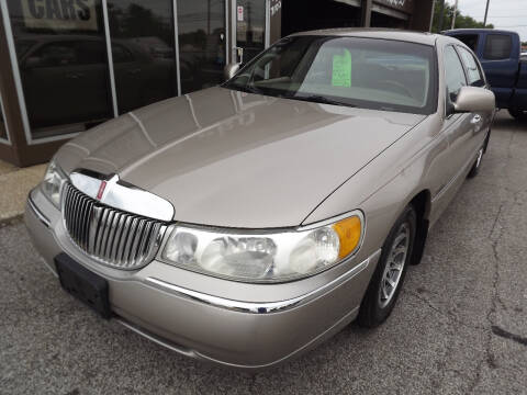 2001 Lincoln Town Car for sale at Arko Auto Sales in Eastlake OH