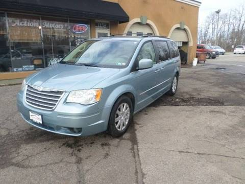 2010 Chrysler Town and Country for sale in Painesville, OH
