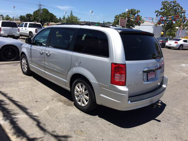 2009 Chrysler Town and Country Touring Mini-Van 4dr - Merced CA