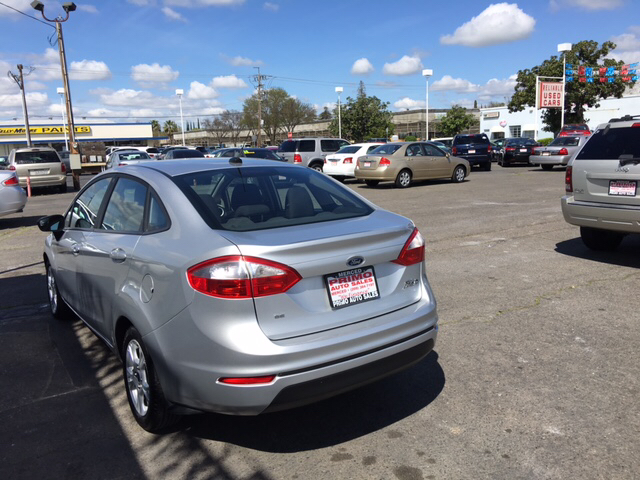2015 Ford Fiesta SE 4dr Sedan - Merced CA
