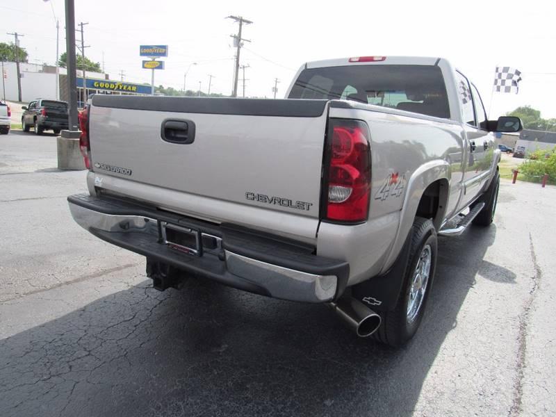 2004 Chevrolet Silverado 2500HD for sale at D & J AUTO SALES in Joplin MO