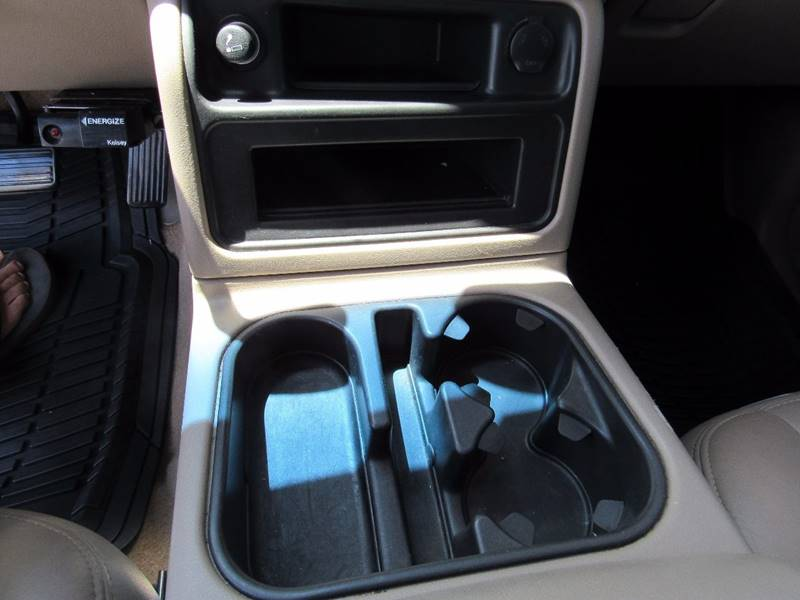 2005 GMC Sierra 2500HD for sale at D & J AUTO SALES in Joplin MO