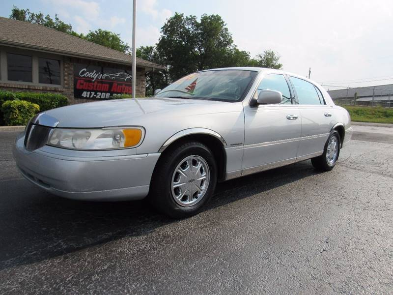 1998 Lincoln Town Car for sale at D & J AUTO SALES in Joplin MO