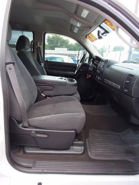 2007 Chevrolet Silverado 3500HD for sale at D & J AUTO SALES in Joplin MO