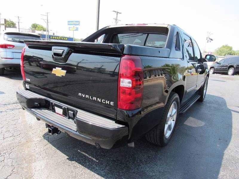 2007 Chevrolet Avalanche for sale at D & J AUTO SALES in Joplin MO