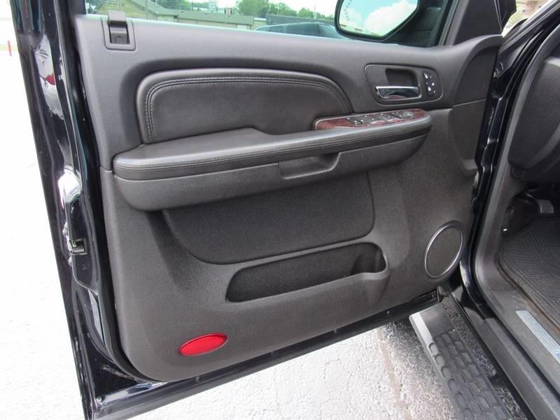 2008 GMC Yukon XL for sale at D & J AUTO SALES in Joplin MO