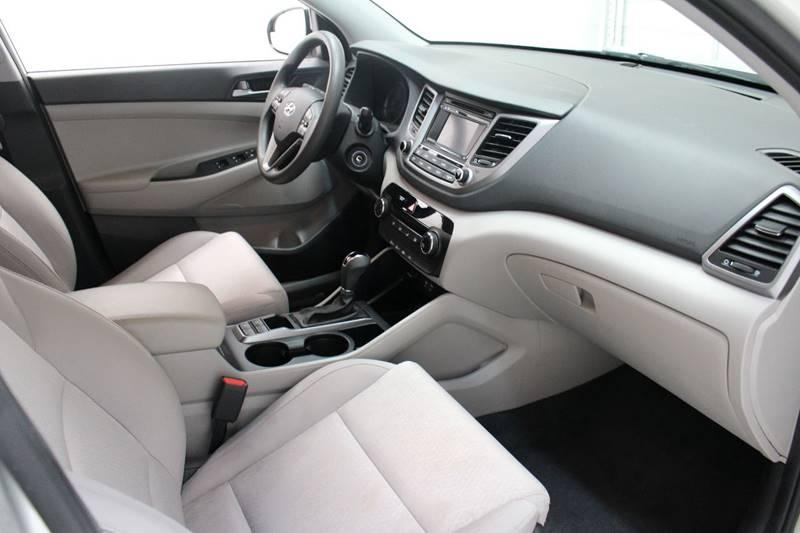 2016 Hyundai Tucson SE 4dr SUV w/Beige Seats - San Antonio TX