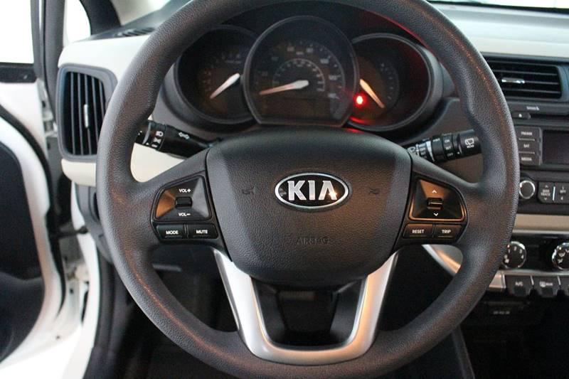 2013 Kia Rio5 LX 4dr Wagon 6A - San Antonio TX
