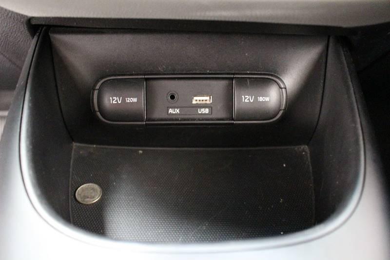 2016 Kia Soul + 4dr Wagon - San Antonio TX