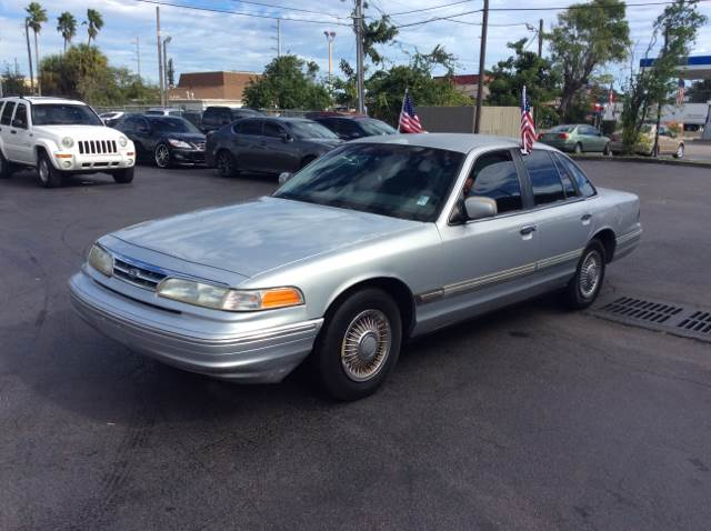 1996 FORD CROWN VICTORIA BASE silver this is a trade in vehicle needs to goooooooo beginning of t