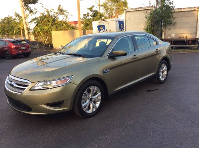 2012 FORD TAURUS SEL green executive motors is a family owned and operated dealership that provid