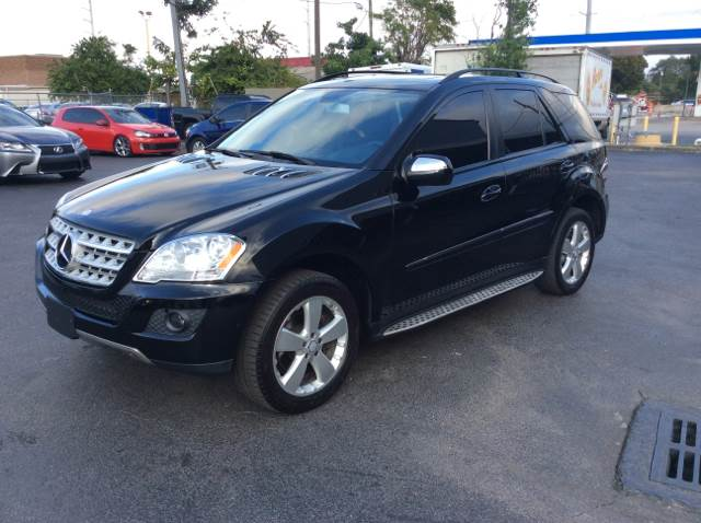 2009 MERCEDES-BENZ M-CLASS ML350 4MATIC black executive motors is a family owned and operated dea