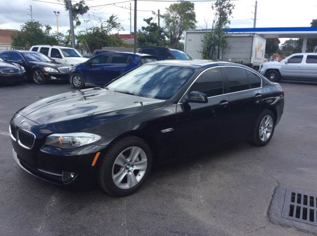 2011 BMW 5 SERIES 528I black 2011 528i bmw  this a beatifull car cpo certified vehicle one of the