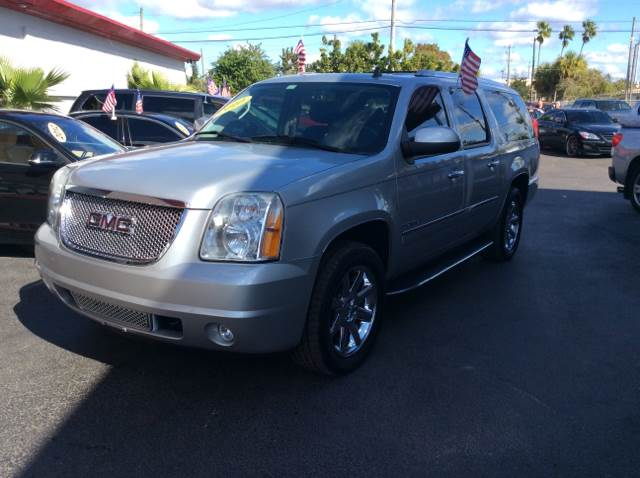 2010 GMC YUKON XL DENALI silver executive motors is a family owned and operated dealership that p