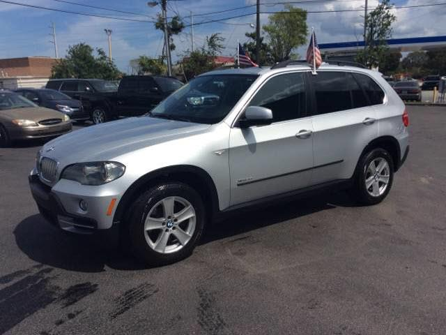 2009 BMW X5 XDRIVE48I AWD 4DR SUV silver all our cars and trucks are doubled checked for you to f