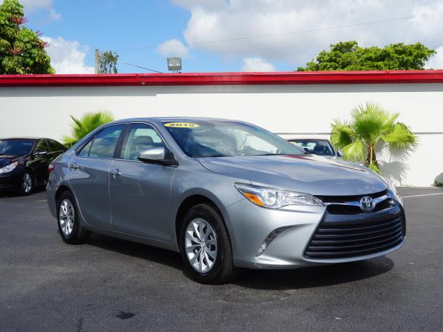 2015 TOYOTA CAMRY LE 4DR SEDAN silver new body style tjis bany will look brand new for anot