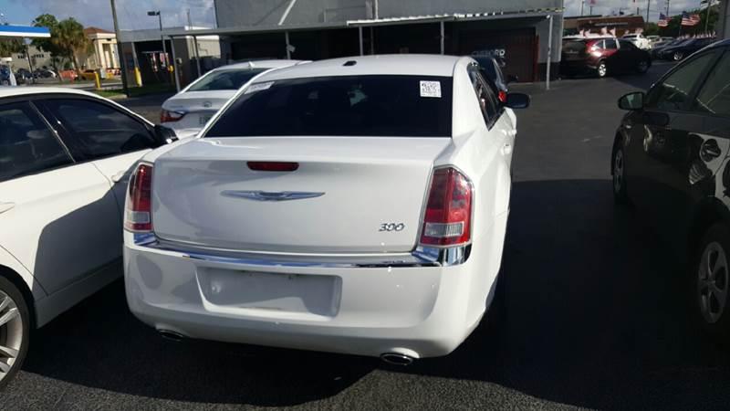 2013 CHRYSLER 300 BASE 4DR SEDAN white 2-stage unlocking doors abs - 4-wheel active head restra