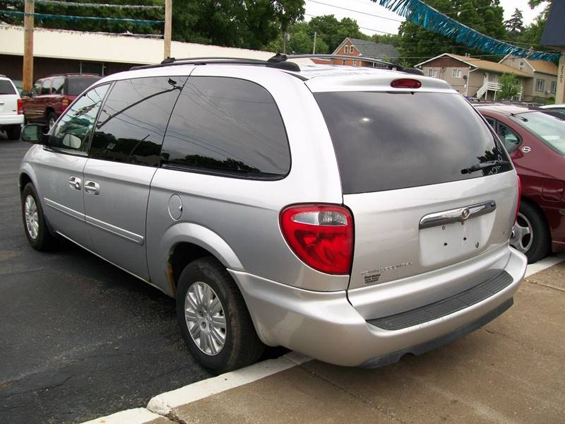 2005 Chrysler Town and Country LX 4dr Extended Mini-Van - Rock Island IL