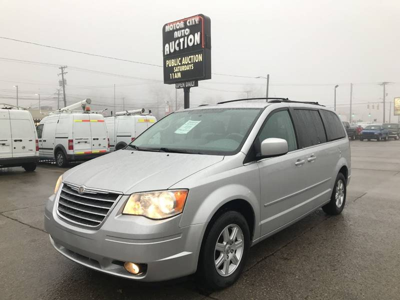2010 Chrysler Town And Country Touring 4dr Mini Van In Fraser Mi