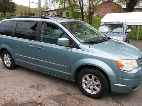 2009 Chrysler Town and Country for sale at Knoxville Wholesale in Knoxville TN