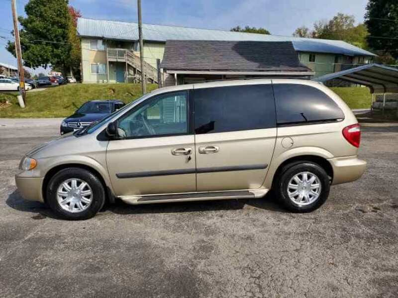 2005 Chrysler Town and Country for sale at Knoxville Wholesale in Knoxville TN