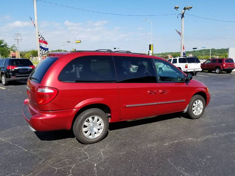 2006 Chrysler Town and Country Touring 4dr Extended Mini-Van - Muskego WI