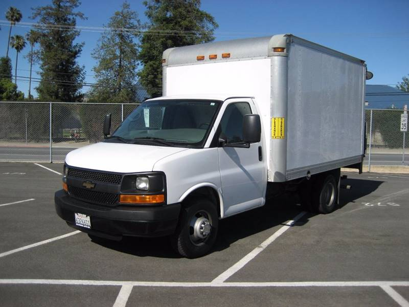 2012 CHEVROLET EXPRESS CUTAWAY 3500 2DR 139 IN WB CUTAWAY CHAS white 2012 chevrolet express comm