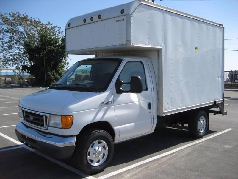 2007 FORD E-350 VAN CAB-CHASSIS white 2007 ford e350 super duty cutaway van cab-chassis 2d v8 5
