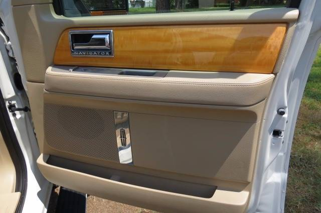 2008 Lincoln Navigator for sale at CITY TO CITY AUTO SALES LLC in Richmond VA
