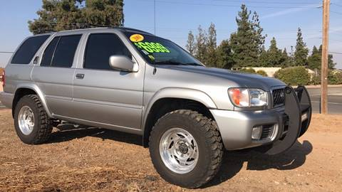 2001 Nissan Pathfinder for sale in Madera, CA