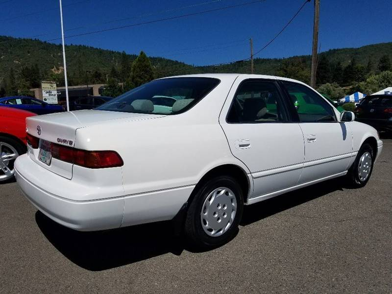 1999 Toyota Camry LE 4dr Sedan - Grants Pass OR