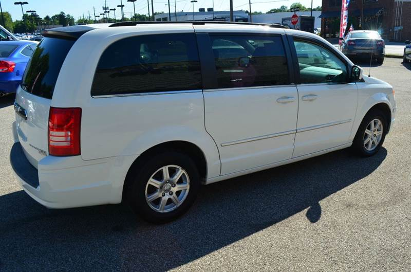 2009 Chrysler Town and Country Touring Mini Van 4dr - Cuyahoga Falls OH