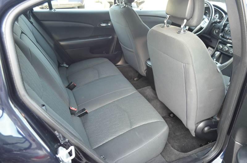 2011 Chrysler 200 Touring 4dr Sedan - Cuyahoga Falls OH