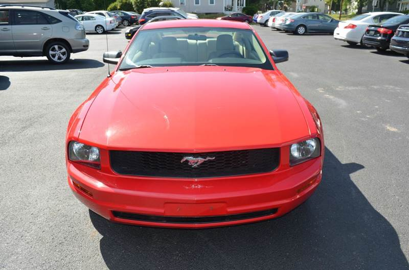 2006 Ford Mustang V6 Deluxe 2dr Coupe - Cuyahoga Falls OH