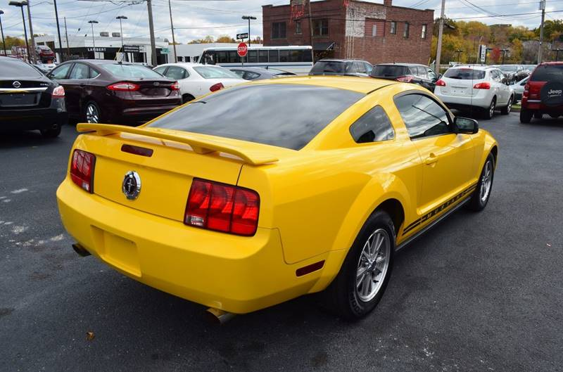 2005 Ford Mustang V6 Premium 2dr Coupe - Cuyahoga Falls OH