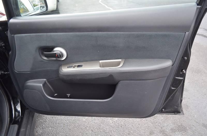 2011 Nissan Versa 1.8 SL 4dr Hatchback - Cuyahoga Falls OH
