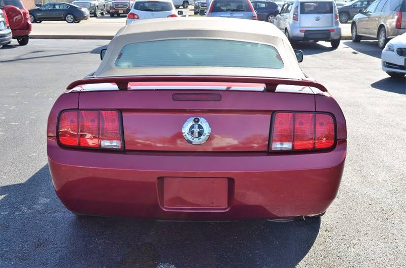 2006 Ford Mustang V6 Deluxe 2dr Convertible - Cuyahoga Falls OH