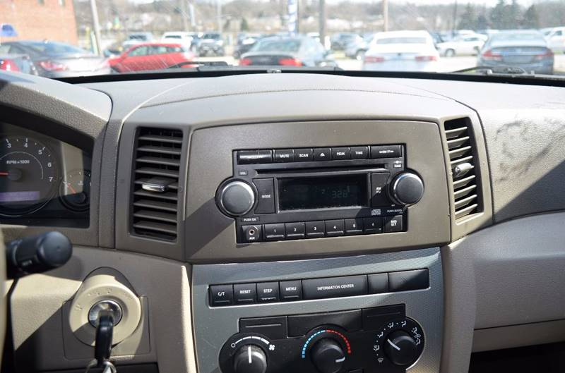 2006 Jeep Grand Cherokee Laredo 4dr SUV 4WD w/ Front Side Airbags - Cuyahoga Falls OH