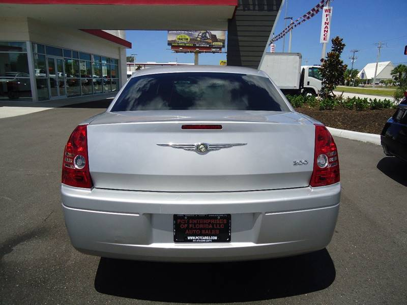 2009 Chrysler 300 LX 4dr Sedan - Englewood FL