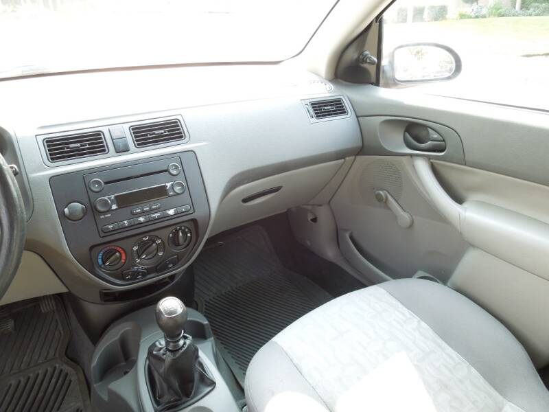 2005 Ford Focus ZX4 S 4dr Sedan - Oakdale CA