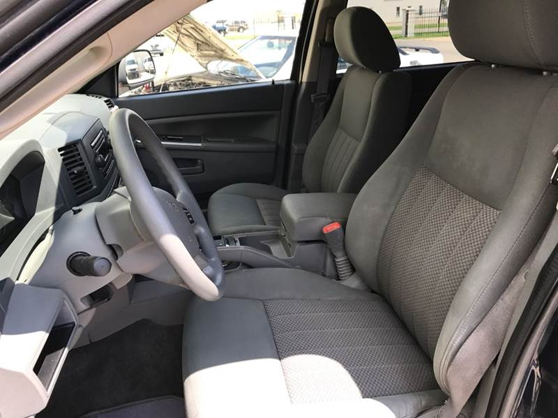 2005 Jeep Grand Cherokee 4dr Laredo 4WD SUV - Wichita KS