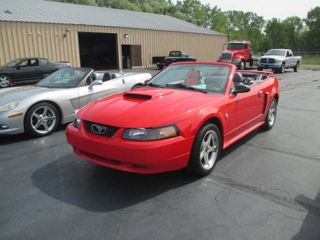 2004 Ford Mustang GT Deluxe 2dr Convertible - Racine WI