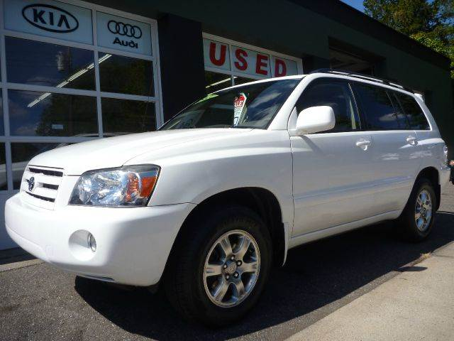 2007 Toyota Highlander for sale at Village Auto Sales in Milford CT