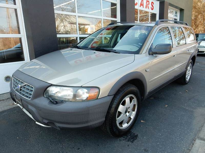 2001 Volvo V70 for sale at Village Auto Sales in Milford CT