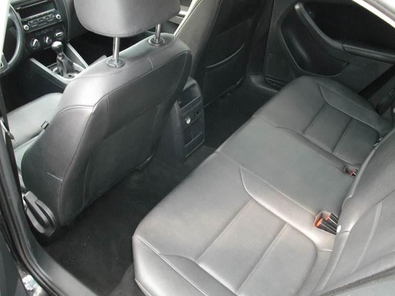 2012 Volkswagen Jetta SE PZEV 4dr Sedan 5M - Castleton VT