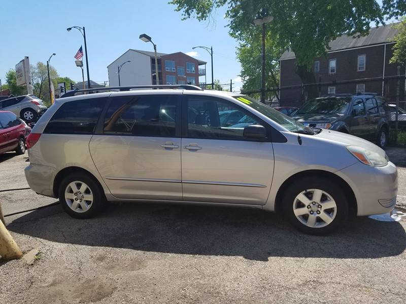 2004 Toyota Sienna for sale at AutoBank in Chicago IL