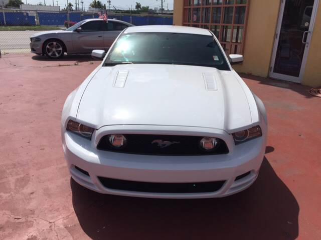 2014 Ford Mustang GT 2dr Coupe - Miami FL