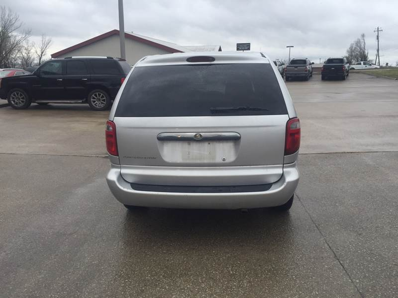 2006 Chrysler Town and Country 4dr Mini-Van - Excelsior Springs MO